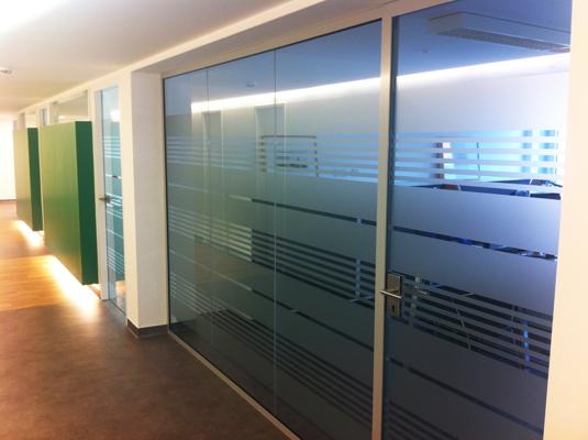 Pel culas decorativas para divisiones de oficina for Fenster folieren